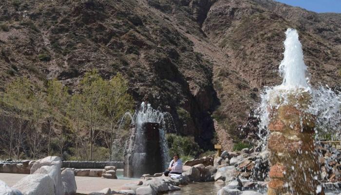 Piscinas con Hidroterapias - Parque de Agua Termas Cacheuta
