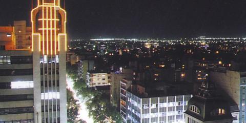 Mendoza de noche: kilómetro cero