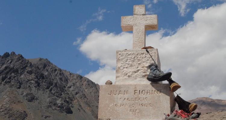 Historia de los ascensos: Cementerio de los Andinistas