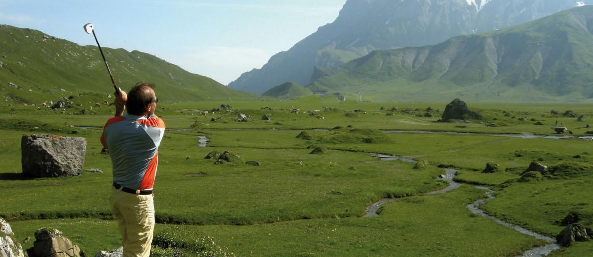 Golf al pie de la Cordillera